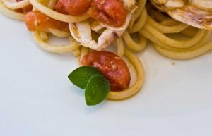 Spaghetti sparnocchie e origano fresco con un buon Fiano