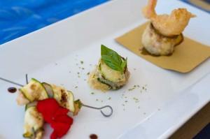 Variazione di gamberi e zucchine : spiedino, parmigianina e tempura