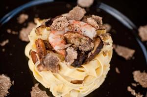 Tagliatelle di Campofilone con porcini, gamberoni e tartufo estivo