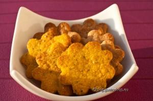 Cracker d'orzo con pecorino, curcuma e semi di papavero VS cracker di castagne al parmigiano e finocchietto : 1-0