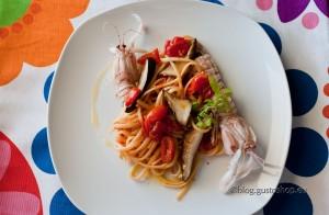 Linguine con crema di aglio rosso di Proceno, canocchie e ferlenghi